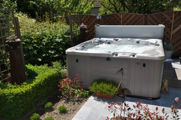 Jacuzzi In Tuin : Jacuzzi in tuin equano