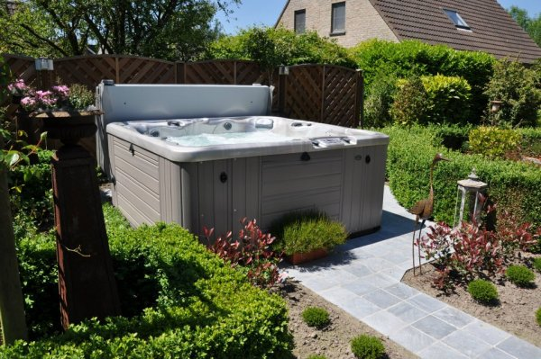 Jacuzzi In Tuin : Wellness in de tuin equano